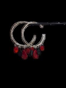 Boucles d'oreilles Créoles rouge et noir par Marie Flambard