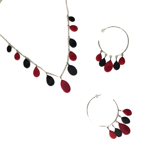 Collier rouge et noir par Marie Flambard